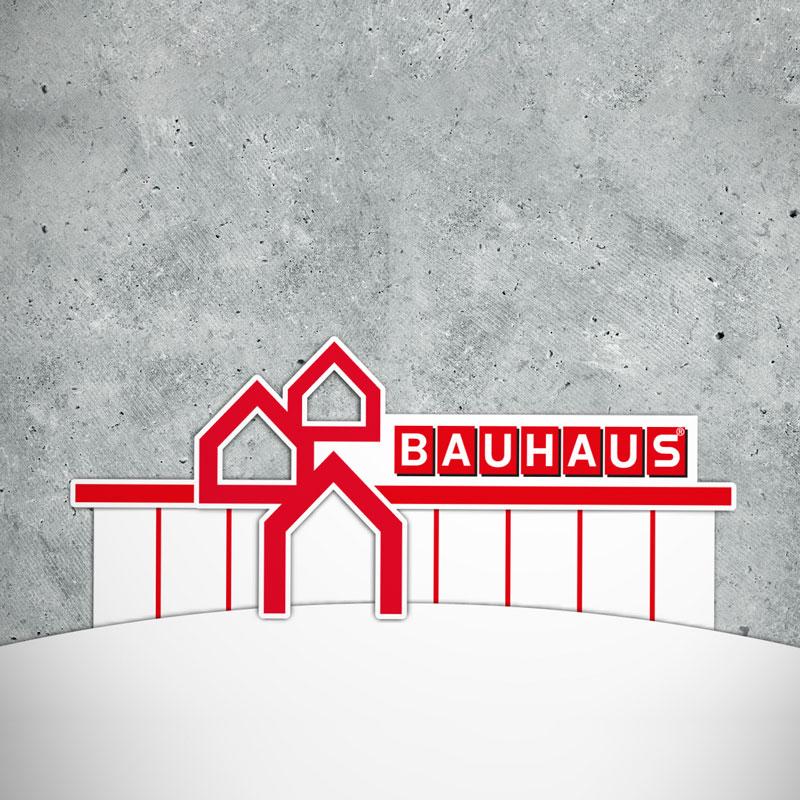 Blick auf ein Betontableau mit stickerartigen Illustrationen: auf einer kugelartigen Oberfläche sitzt die Filiale der Baumarktkette BAUHAUS im exklusiven Erklärvideo Design.