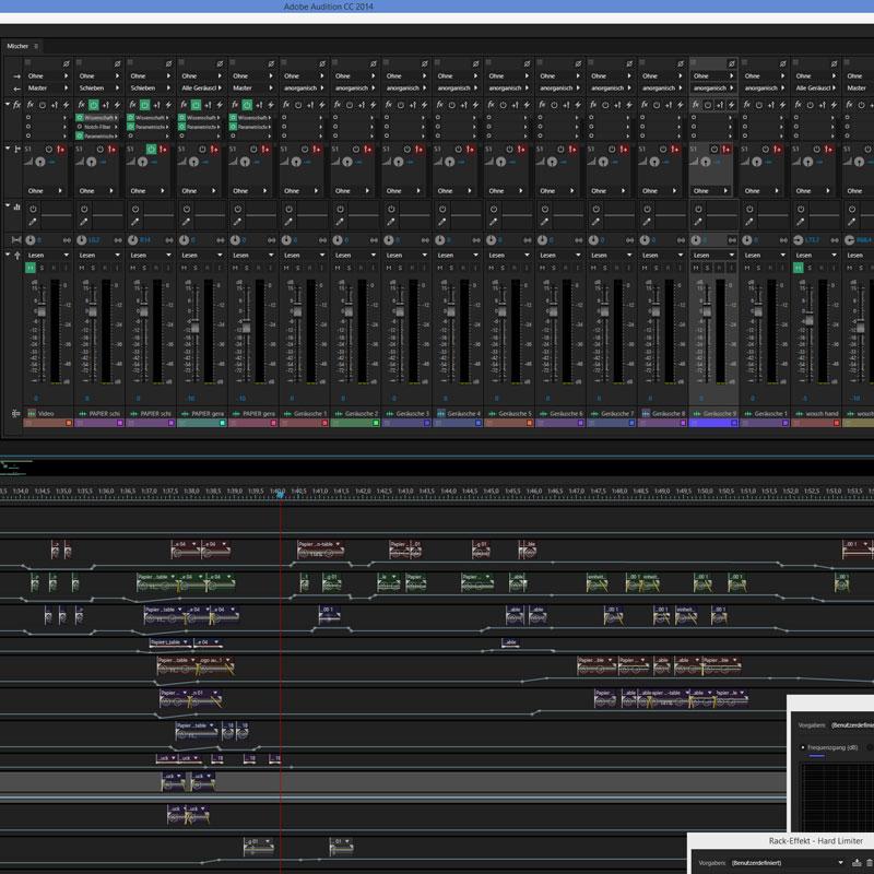 Sounddesign fürs Erklärvideo. Zu sehen ist das Panel eines Computerprogramms. In diesem Fall Adobe Audition mit vielen Tonspuren und Reglern für die Tonaufnahme und Tonmischung von Musik, Geräuschen und dem Sprecher.